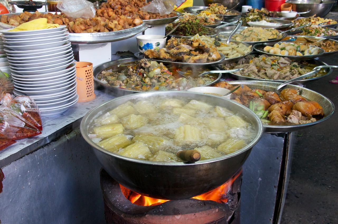 Sidewalk food vendor's kitchen - Bangkok