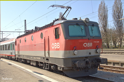 OBB Bo-Bo 1144 029 at Lindau HBh  having pushed the InterCity train from Bregenz 03/31/2019