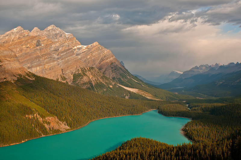 TRCA-11070: Storm clouds at Peyto Lake
