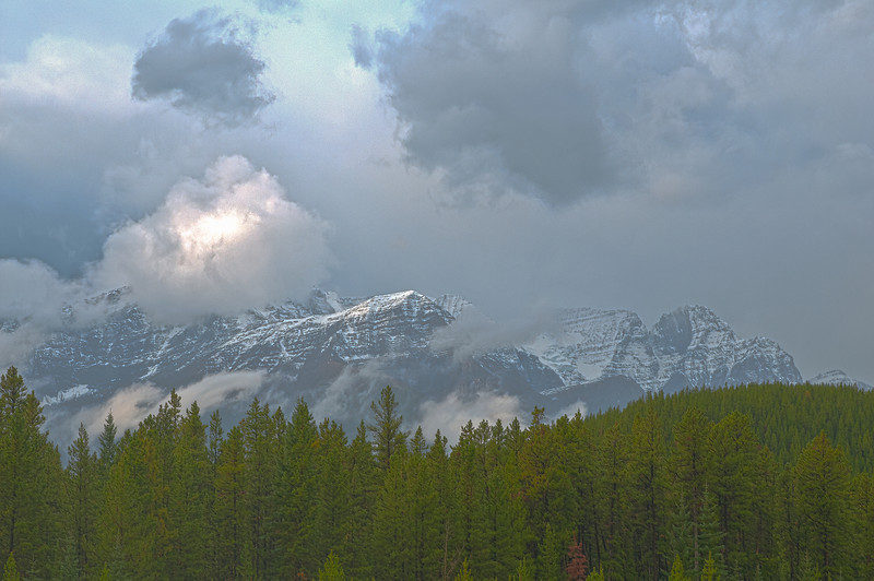 TRCA-11192H: Mountains surrounded in mist in Jasper National Park