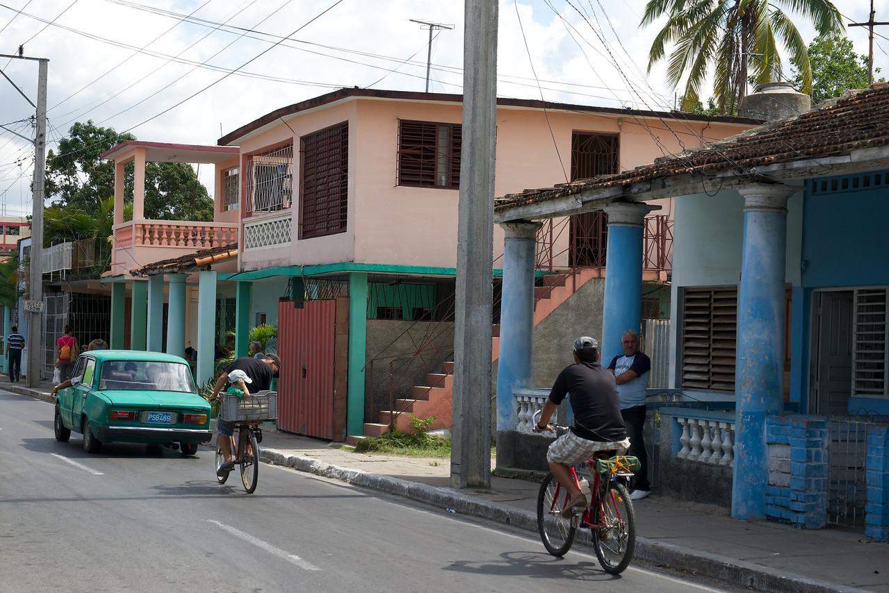 Cyclists Pinar del Rio