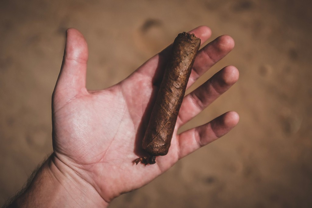 A Cuban cigar rolled by a Franco-American visitor. Yep, I rolled this cigar in Pinar del Río and smoked it in Havana, Cuba!