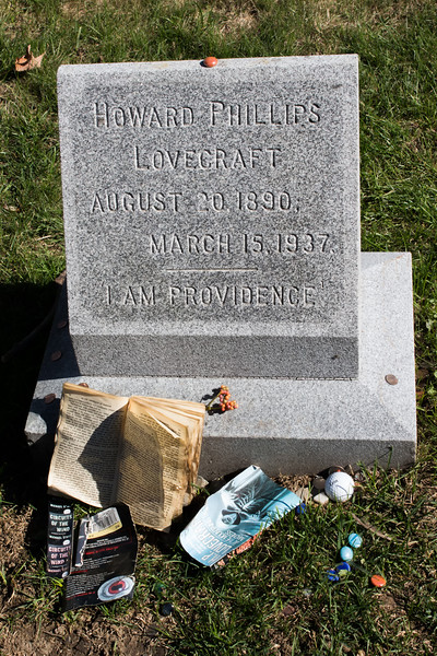Grave of H  P  Lovecraft