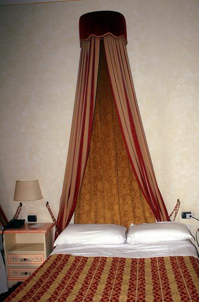 Room in the Hotel Paris