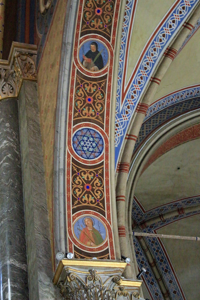 Santa Maria Sopra Minerva - Arch Decoration