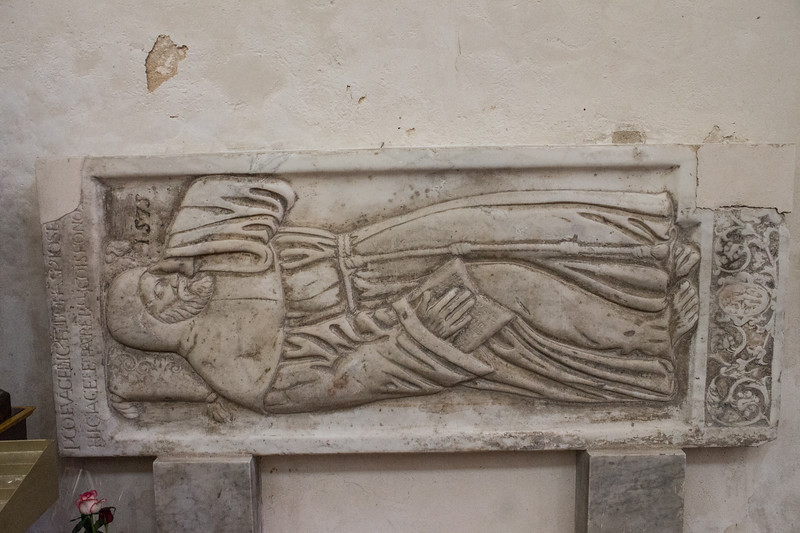 Noto - San Francesco d'Assisi 6 (medieval tombstone)
