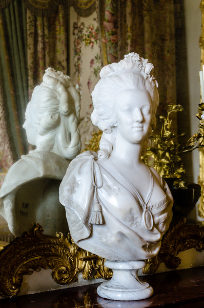 Marie Antoinette Statue