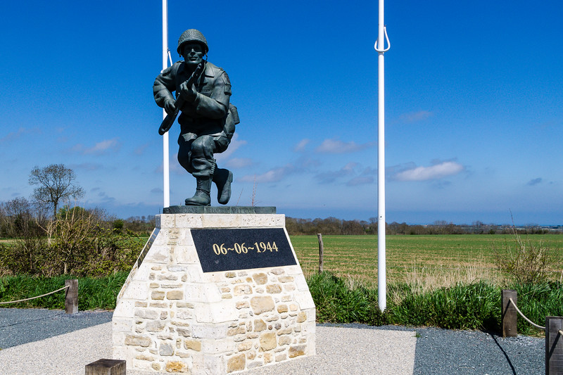 "Statue Honoring First Lieutenant ""Dick"" Winters, 101st Airborne"