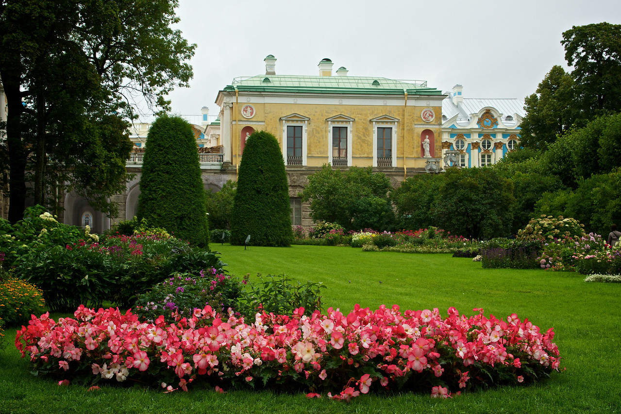 Garden Catherine's Palace with view of its rear elevation.