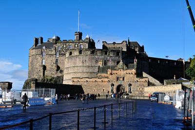 Walking up to Edinburgh Castle
