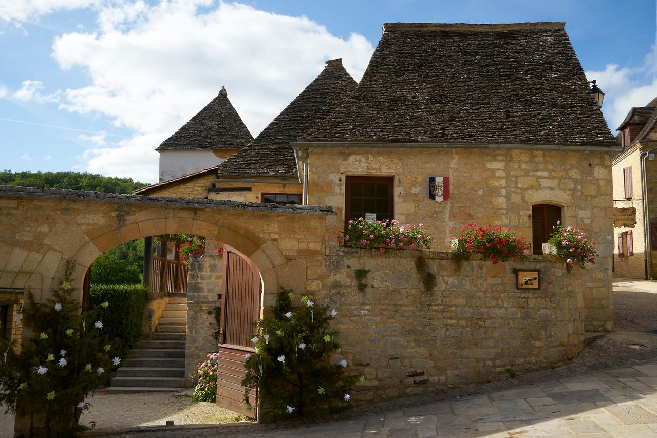 Hotel de Ville St Armand de Coly