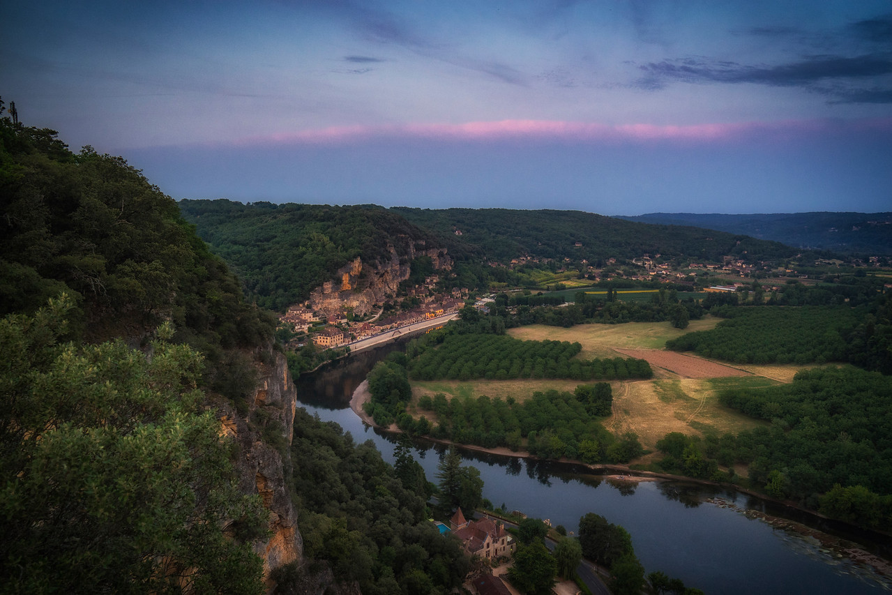 La Roque Gageac and a bend in the Dordogne at dusk