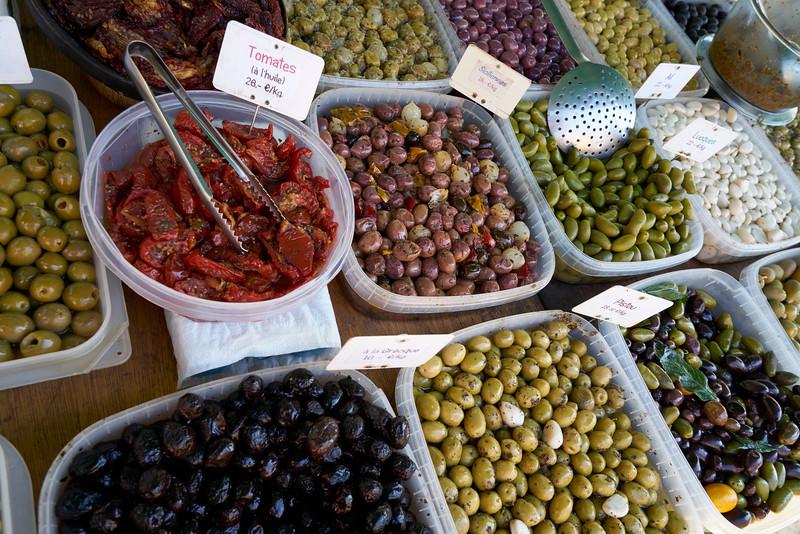 Nibbles market St Genies