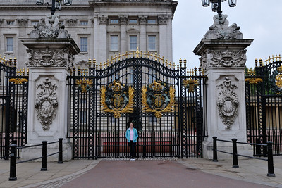 Fancy gate in front of Buckingham Palace