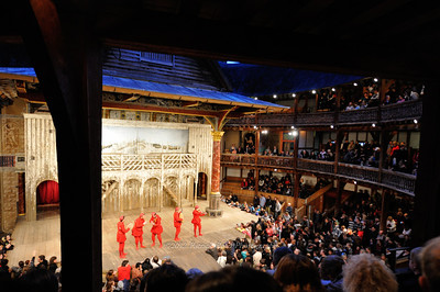 Watching the Taming of the Shrew at the Shakespeare Globe threatre