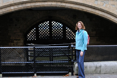 Lisa at the Bloody Gate - the gate were prisoners were brought in via boat from the Thames river