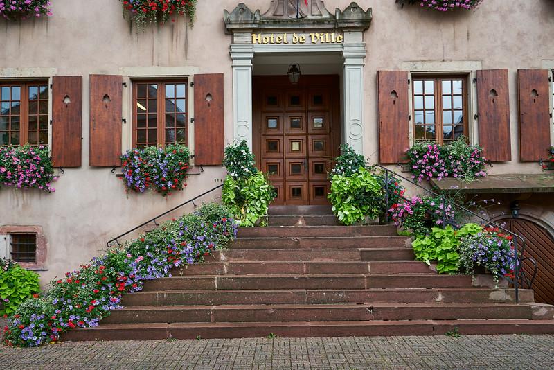 Hotel de Ville (city hall) celebrates flowers