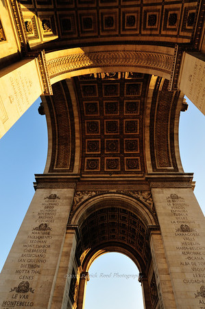 Lots of detail under the Arc de Triomphe
