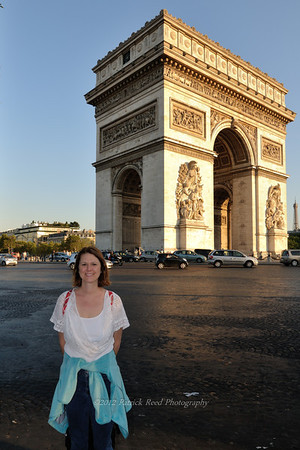Lisa at the Arc de Triomphe