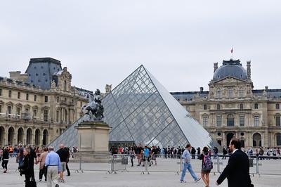 Lisa inside the glass pyramid