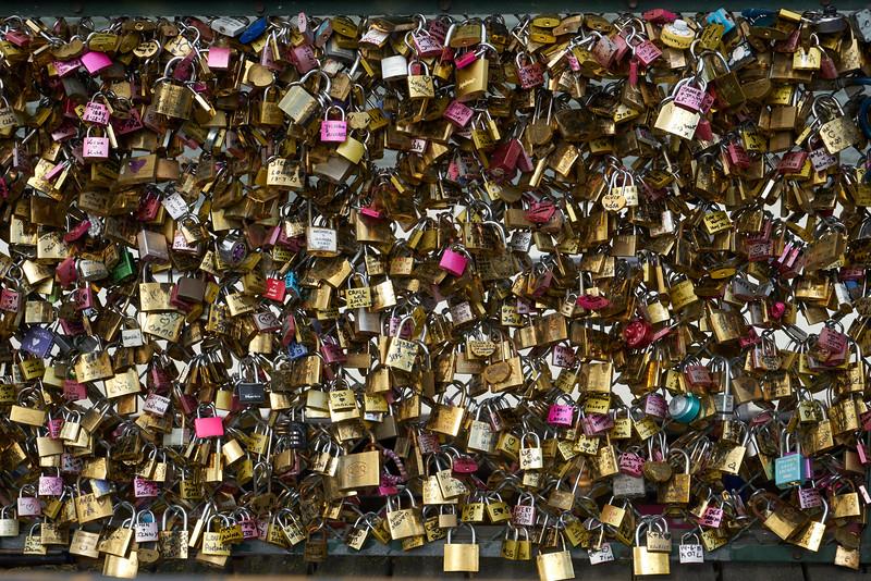 Locked in troth - Public Pledges on a Bridge
