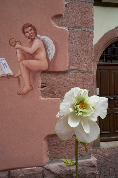 Cherub and flower Kaysersberg