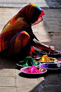 Mooie tegenlichtfoto in Orrcha (India) die ik snel heb kunnen nemen voordat ze mij door had.