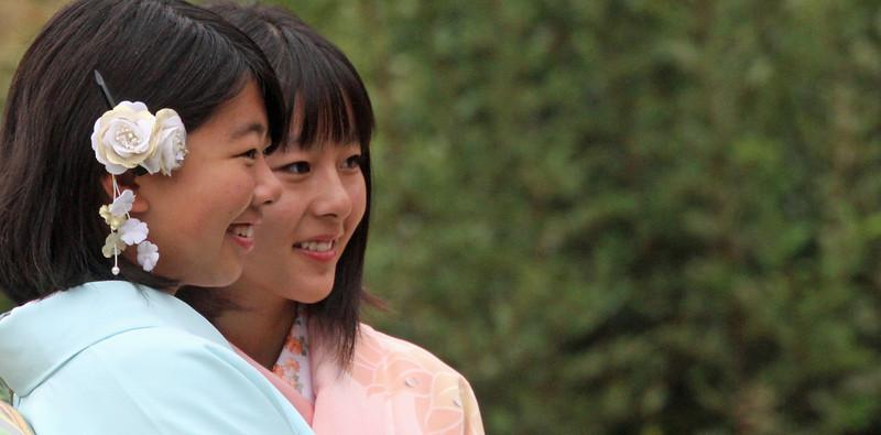 Shirakawago - Girls at Sake festival