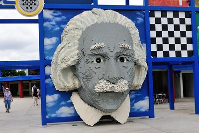 Giant Einstein