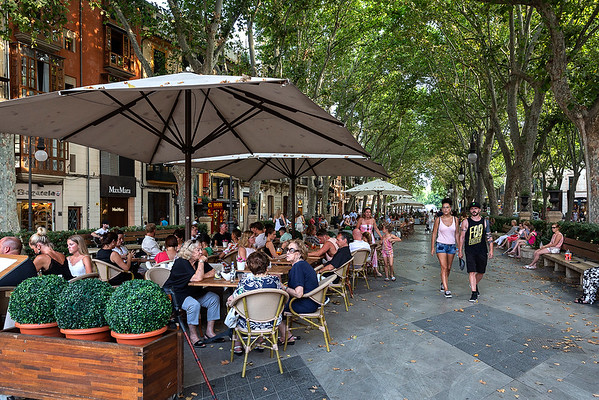 Many wonderful outdoor cafes