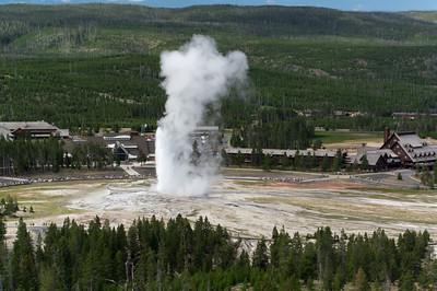 Old Faithful geyser eruption.
