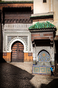The an-Najjarine Fountain with the entrance to the Foundouk an-Najjarine, an 18th century roadside inn transformed into a museum dedicated to the wooden arts and crafts typical of Morocco.