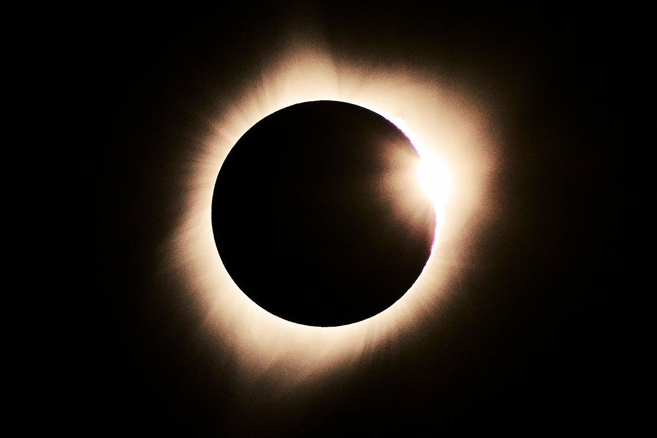 "totality 11:34 30"" . The diamond ring effect as the sun begins to reappear."