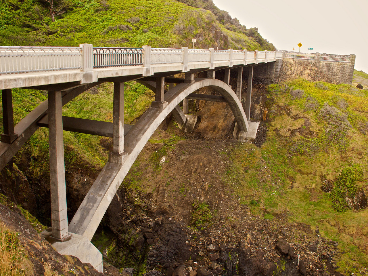 Bridge near Devil's Chasm - south of Yachats OR
