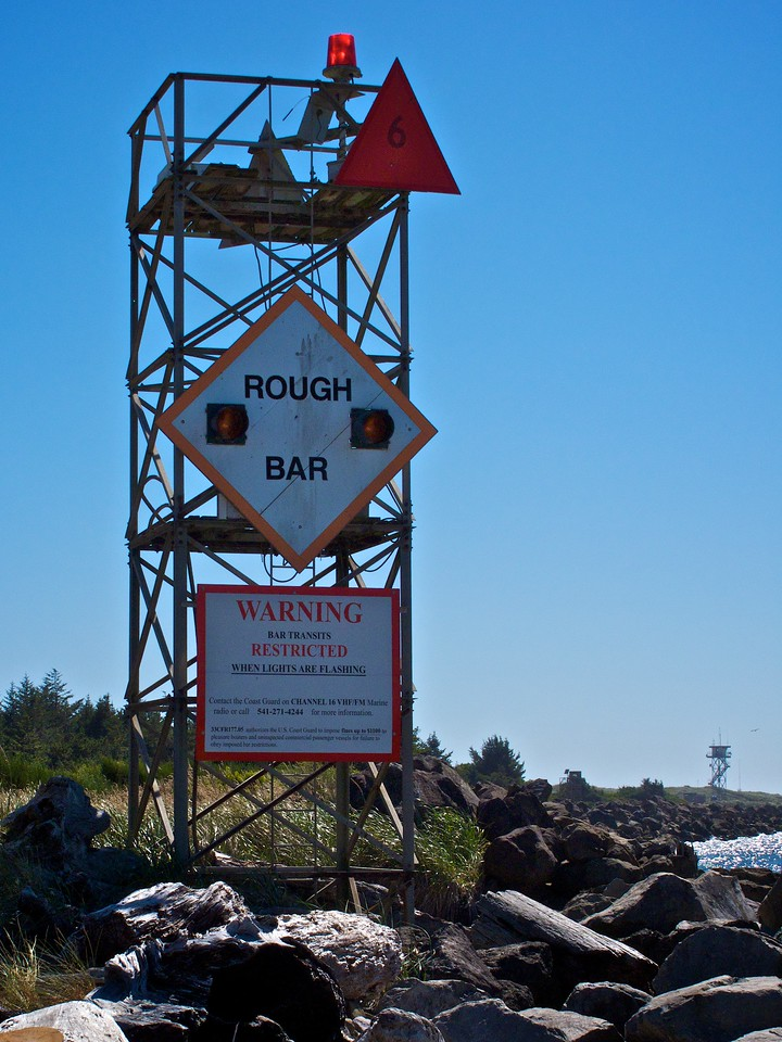 Warning for the outlet of the Umpqua bay near Winston OR