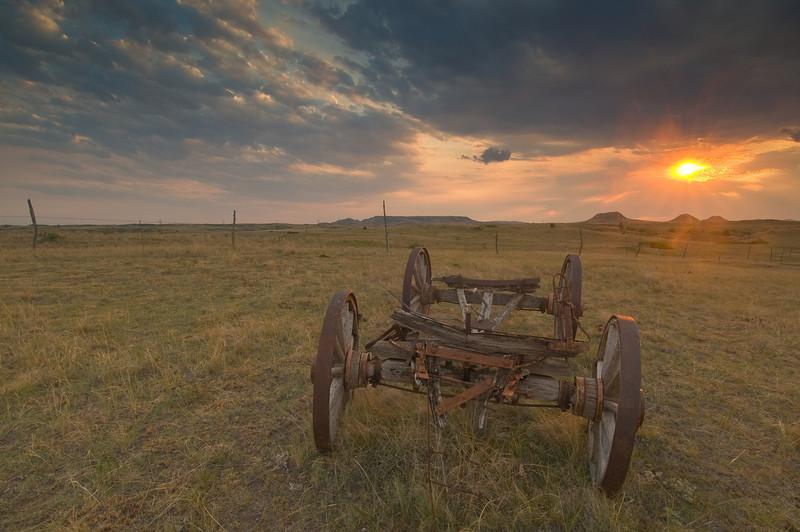 TRND-8049: Prairie sunset near Teddy Roosevelt NP