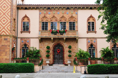 Front of Ringling House decorated for Christmas