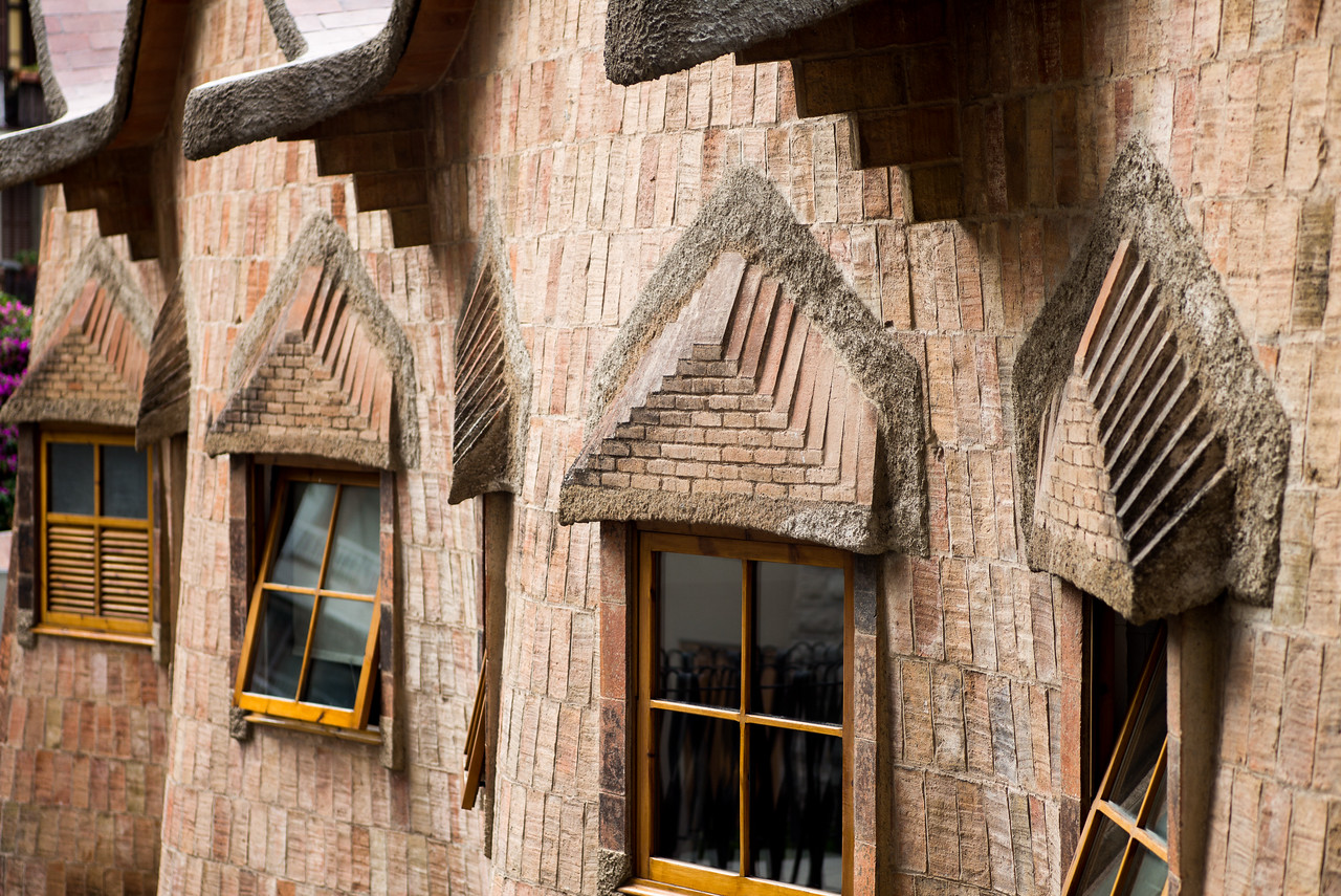 La Sagrada Familia - Gaudi School Outside