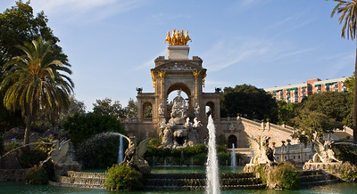 Big Fountain with Golden Horses!