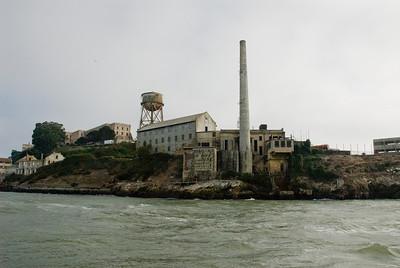 Het was een koude en gure dag toen we Alcatraz gingen bezoeken. Eigenlijk goede omstandigheden die passen bij een bezoek aan deze beroemde gevangenis waar de meest zware criminelen van de USA leefden.