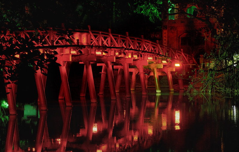 Ngoc Son bridge lighted up