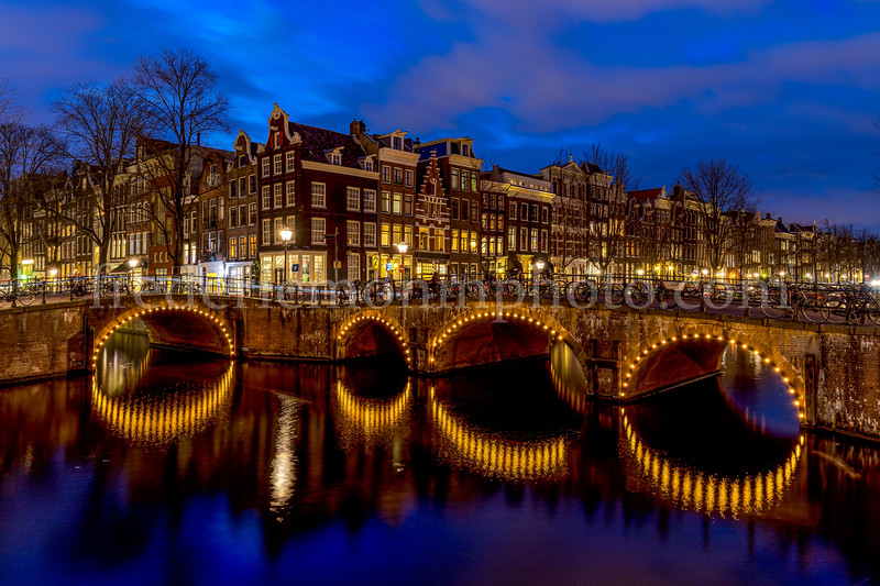 Channels by night at Amsterdam
