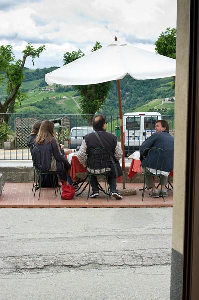 Coffee break in Serralunga.