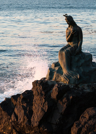 Early morning sun on Little Mermaid statue, Busan