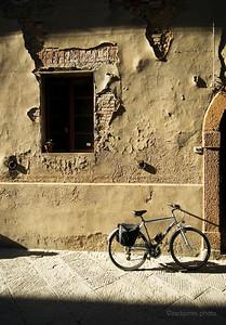 Pienza alleyway. Italy. 2006