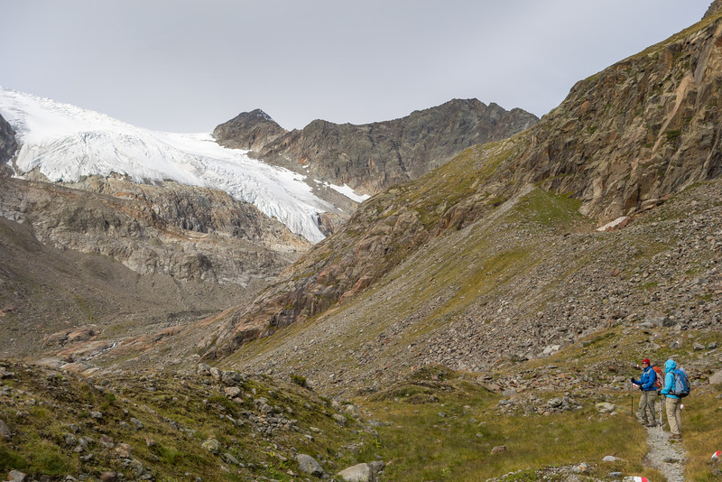 Improved weather on day 5 as we depart the Sulzenau Hut to take a walk beside the glacier