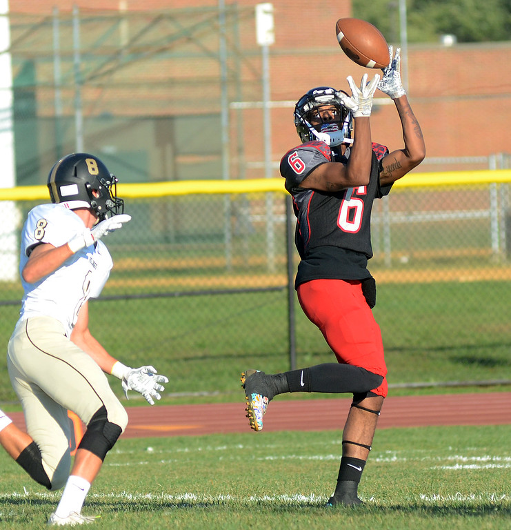 . Allentown`s Sadik Queen(r)pulls in a pass for a touchdown against Hopewell. gregg slaboda photo