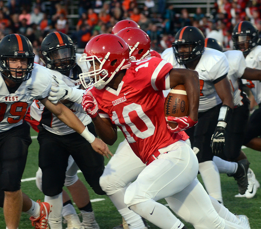 . Lawrence`s Davon Hemingway(10) carries the ball against Hamilton. gregg slaboda photo