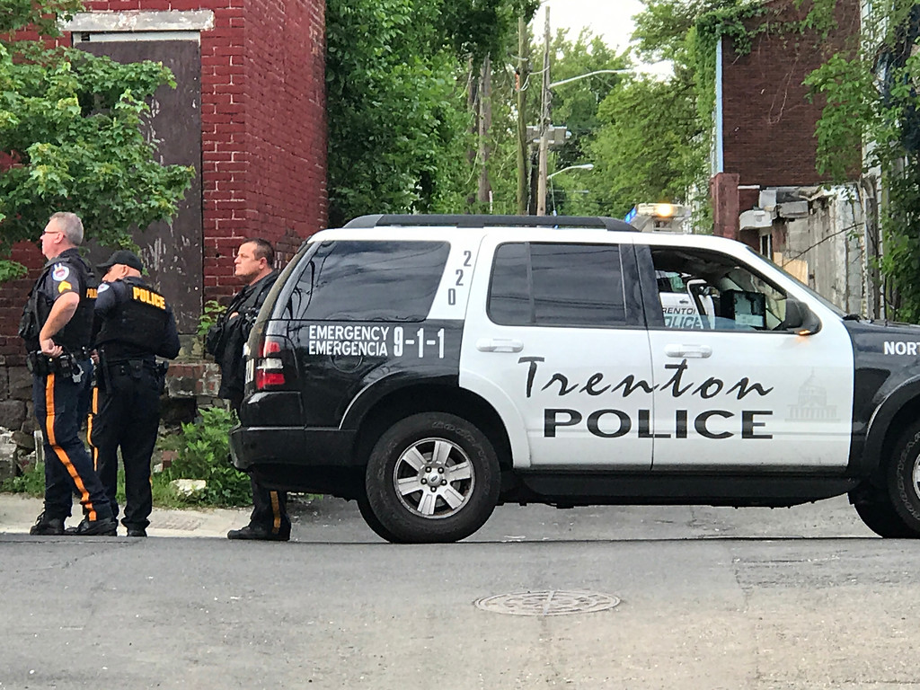 . Police are involved in a stand-off with a murder suspect early Wednesday morning. Initial reports say police shot at the suspect, who barricaded himself in a home on the 300 block of Centre St. 