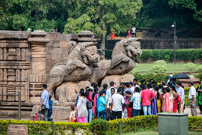 Two guardian simha-gaja(Lion/Elephant) at the entrance of the temple.
